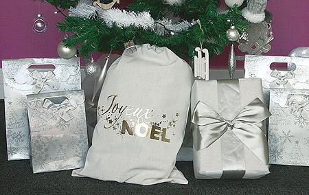 Paquets Hotte Cadeaux au Pied du Sapin
