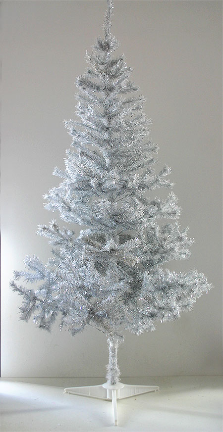 le sapin de noel artificiel blanc argent 1m80 avec pied. Black Bedroom Furniture Sets. Home Design Ideas